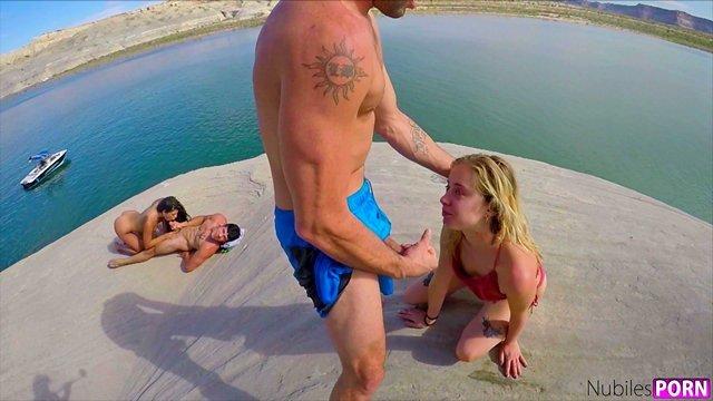 На Публике порно Умелые и фантастические девушки не стесняются необузданно трахаться с кавалерами на берегу озера видео