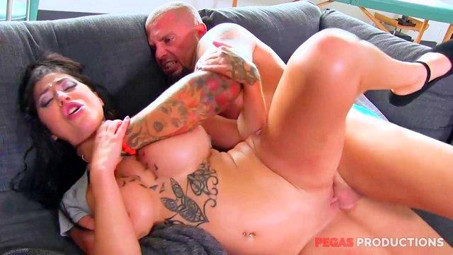 порно Пленительная шлюшка за 30 жестко берет в рот и предлагает хую погрузиться в анал ради острых ощущений видео