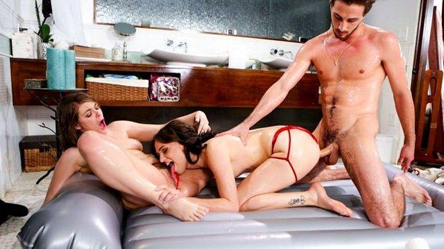 порно Пылкие и сексуальные массажистки решили устроить грязную групповуху с обычным уборщиком видео