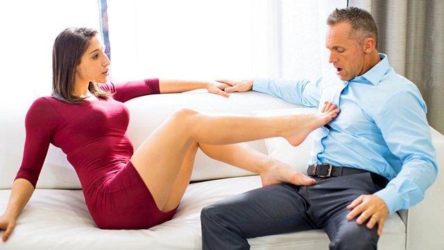 Ножки порно Азартная и загадочная жена вновь испытывает сильную похоть к мужу и мечтает с ним поебаться видео