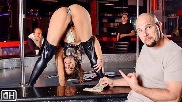 Стриптиз порно Порхающая стриптизерша с анальной затычкой вытащит пробку ради траха в классную задницу с клиентом видео