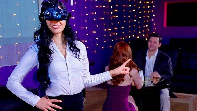 Чулки и Колготки порно Официантка одев прибор ночного видения отсосала и потрахалась с мужиком пока его жена куковала в темноте ресторана видео