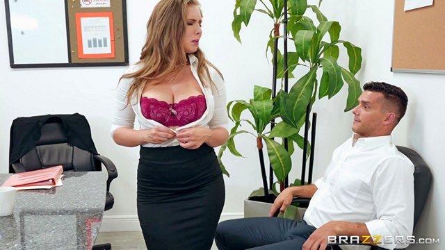 Чулки и Колготки порно Жопастая женщина-босс наказывает своего подчиненного за просмотр порно на рабочем месте в офисе и не смогла удержаться видео