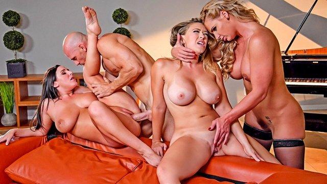 Брюнетки порно Зрелая жена пригласила двух грудастых и ненасытных подруг для зажигательного секса вчетвером со своим мужем видео