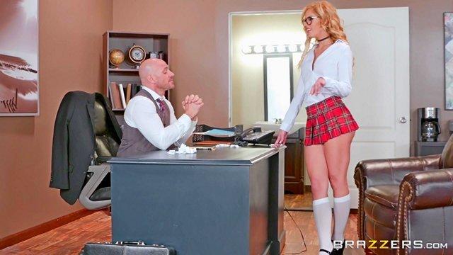 порно Сексуальная студентка берет в рот член декана и предлагает решить проблему с отчислением с помощью траха видео