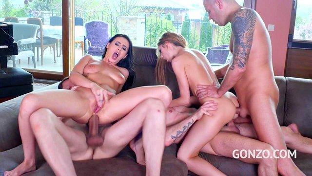 Оргии порно Две замужние бабы занимаются агрессивным аналом с тремя любовниками и интересуются их спермой видео