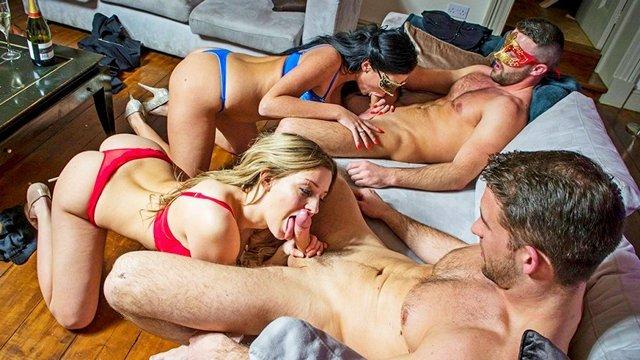Оргии порно Будоражащий и упоительный групповой трах свингеров с использованием красивых маскарадных масок видео