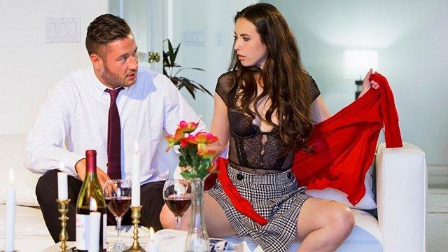 порно Прекрасная студентка составила мужику компанию за столом и стала ебаться с ним после бокала вина видео
