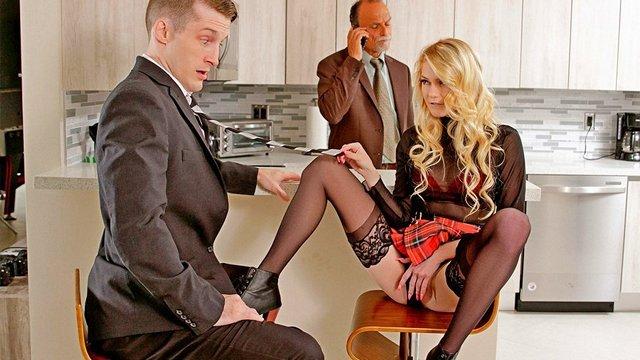 Бесплатное Порно Ретивая сучка готова потрахаться с привлекательным парнем даже за спиной у своего зрелого мужа HD секс видео
