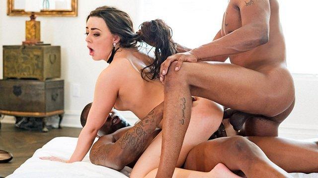 ХХХ Порно Профессиональная девица соглашается попробовать двойную долбежку со стороны чернокожих парней HD секс видео