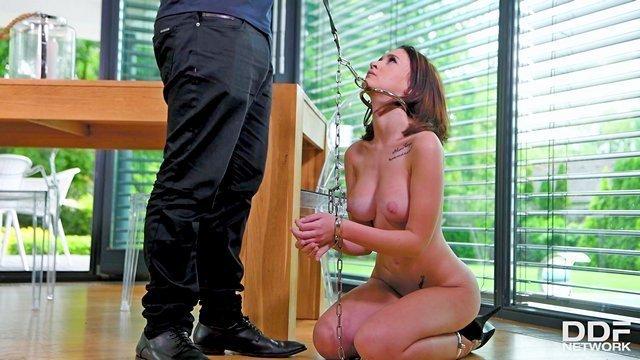 Бондаж порно Изумительная секс рабыня с ошейником на шее готова исполнить анальное желание своего господина видео