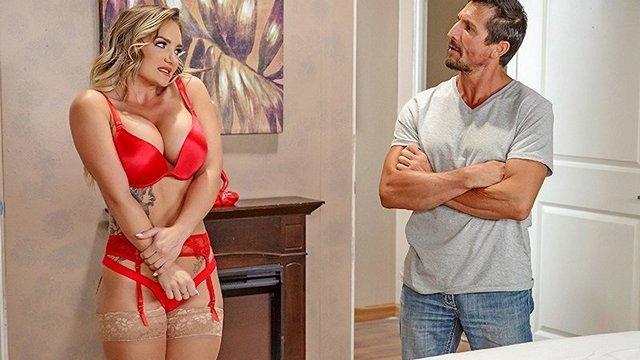 порно Соблазнительная зрелая массажистка в фантастическом нижнем белье делает отсос клиенту и беспощадно трахается видео