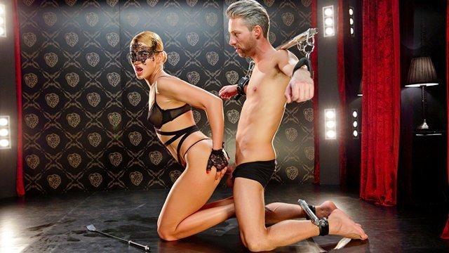 Бондаж порно Гордая и холеная тетя заставляет сексуального раба немилосердно трахать ее после лизания промежности видео