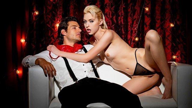 Сквирт порно Умелая флиртующая сучка отсасывает у своего партнера и жестко ебется на глазах у зрителей видео