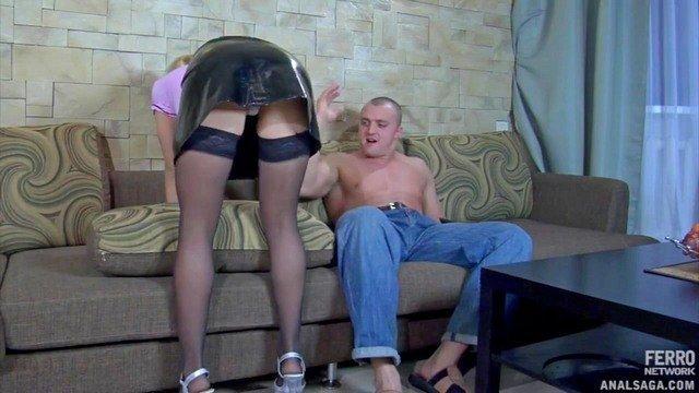 Ножки порно Сногсшибательная горничная была зверски оттрахана возбудившимся хозяином прямо в свою жопень видео
