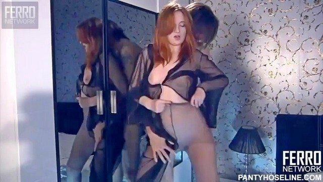 Ножки порно Роковая супруга в колготах дико возбудила мужа и позволила тому огненный секс в стиле фетиша видео