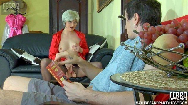Смотреть Порно Желанная старая баба за 50 нагло показала пизду парню и заставила заняться ее полным удовлетворением HD секс видео
