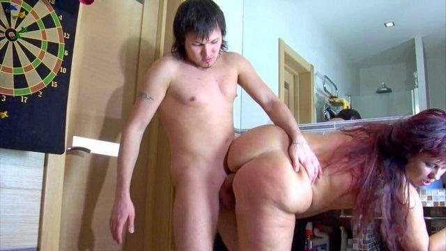Толстухи порно Влюбленный парень безжалостно трахает русскую соседку после увиденной им мастурбации в ванной видео